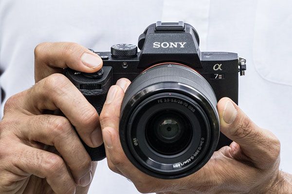 Sony Alpha 7 mark 2 on mag