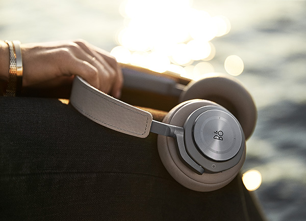 Beoplay H9 ArgillaGrey on mag