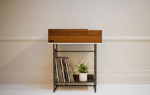 wrensilva loft superbe petite console hifi n ovintage avec platine vinyle et connexion. Black Bedroom Furniture Sets. Home Design Ideas