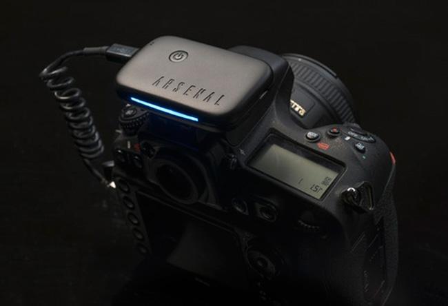 dde436d159 Arsenal est un projet kickstarter innovant qui a pour but de simplifier  l'utilisation des appareils photos numériques grâce à l'intelligence  artificielle.