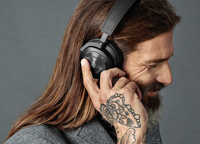 Beoplay H9i black lifestyle1