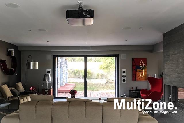 l 39 installation de la semaine du dolby atmos parfaitement int gr dans un salon par multizone. Black Bedroom Furniture Sets. Home Design Ideas