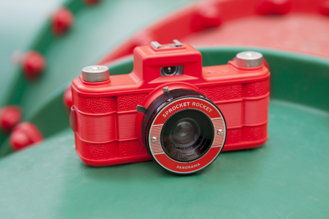 Lomography Sprocket Rocket Red 20 appareil photo pellicule rouge 02