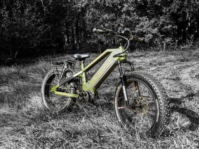 Stalker Mad Bike Carnivore, à mi-chemin entre le VTT et la motocross électrique, prêt pour tous les terrains