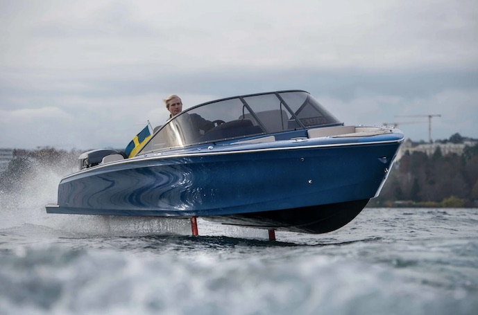 Candela C7 electric pleasure boat flying foil 01