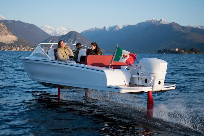 Candela C7 electric pleasure boat flying foil 03
